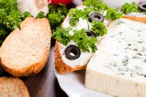 Blue Cheese Bruschetta