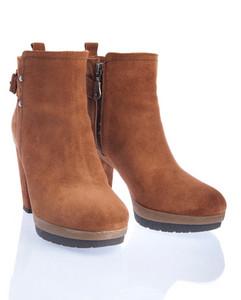 Buckspin Boots