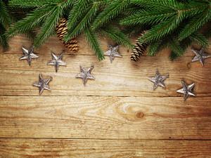 聖誕樅樹與木板裝飾