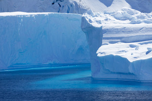 Close up of sunlit icebergs