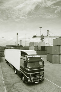 container port and waiting trucks