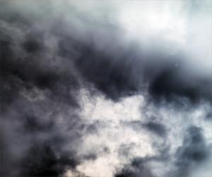 深藍色的天空圖片