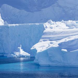 Close up of sunlit icebergs
