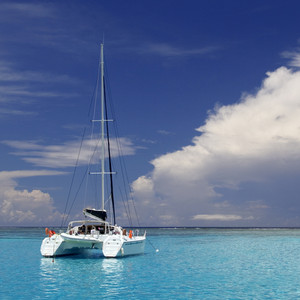 Sailboat on the tropical ocean