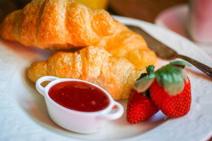 Tasty Breakfast:ccroissants