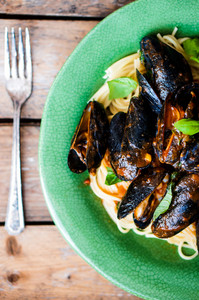 Pasta With Mussels With Basil