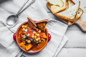 Chili With Grilled Bread