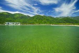 Emerald sea water and the lovely houses in Vietnam
