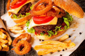 Cheeseburger With Onion Rings