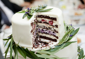 Beautiful and natural lavender wedding cake