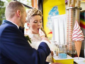 Beautiful young wedding couple enjoying ice cream