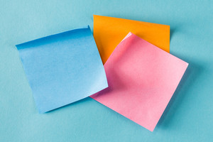 Blank sticky note on a blue background
