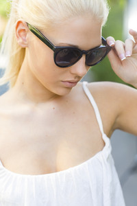 Casual blonde girl with sunglasses outdoor