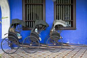 Cheong Fatt Tze's Blue Mansion in Georgetown, Penang, Malaysia. Photo of three Tuk-Tuk's.