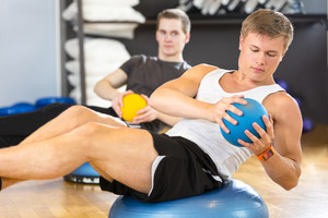 Dedicated men trains abdominal exercise for core strength