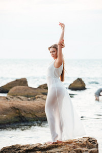 Full length beauty model on the beach. so pretty portrait