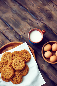 Gingersnaps with eggs and cup of milk