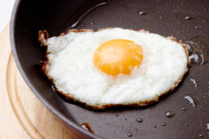 Image of fried egg on Teflon saucepan