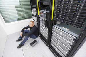 IT consultant in datacenter with tough problems