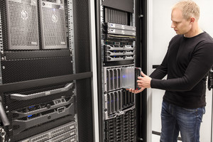 IT Consultant install blade server in large datacenter