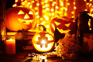 Jack-o-lanterns and other Halloween objects on sparkling background