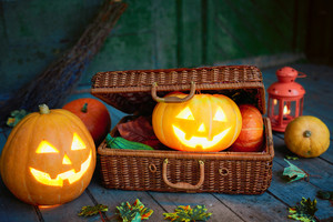 Jack-o-lanterns in wattled suitcase
