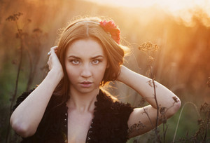 Outdoor portrait of beutiful woman in autumn meadow