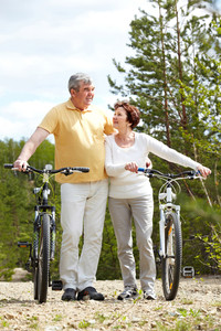 Portrait of mature couple with bicycles on weekend