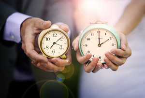 Wedding couple is holding clocks