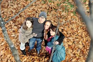 Grupo de amigos no parque junto
