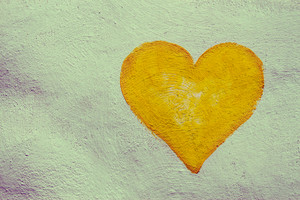 Grunge painting heart on the painted concrete wall