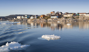 Ice floes along a village on the shore