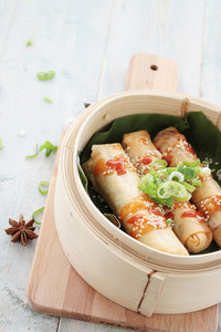 Chinese Spring Rolls With Sweet Chili Sauce