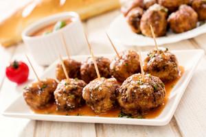 Juicy Meatballs In Tomato Sauce