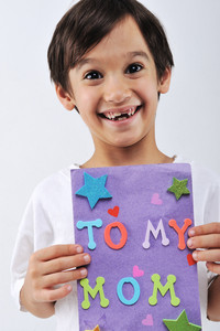 Kid holding message for lovely Mom
