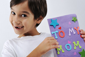 Kid holding message for lovely Mom