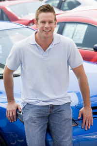 Man choosing new car on lot