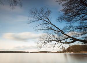 マズリ湖地区にある湖の美しい長い露光風景(オルシティン近くKrzywe湖)。
