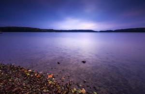 ポリッシュ湖岸の長時間露光風景。オルシティン湖Krzywe