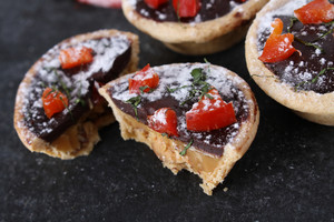 Mini Chocolate Tarts With Chili