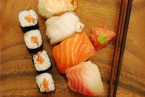 Nigiri/maki Sushi Meal (salmon