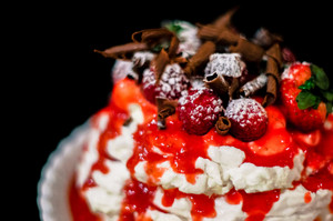 Pavlova Berry Cake With Chocolate