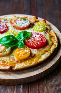 Pizza With Tometoes And Cheese