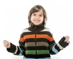 人像快樂快樂的小男孩在白色背景孤立