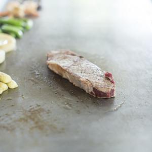 Raw steak tepanyaki