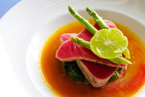 Raw Steak with lemon and asparagus