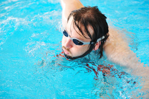 Sport swimming man in pool with goggles