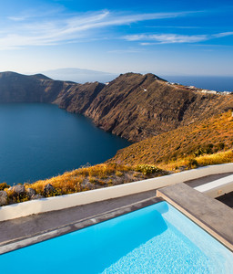 Beautiful resort overlooking Santorini Cliffs