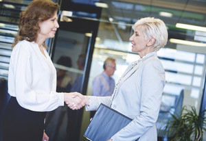 Business women coming to an agreement
