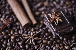 Defocused coffee, chocolate and cinnamon